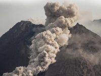 Gunung Merapi Semburkan 6 Kali Awan Panas Guguran Sejauh 2 Km