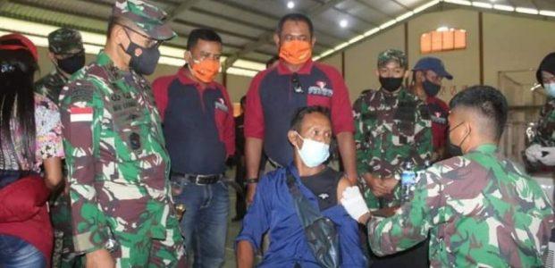 Pangdam XII/Tpr Himbau Masyarakat Tidak Usah Takut dan Ragu,Tinjau Vaksinasi di Kayong Utara