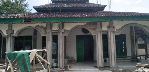 AGP-Warga Renovasi Masjid & Sekolah di Tambling