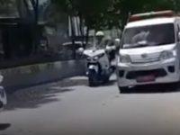 Robongan Presiden Jokowi Disalip Ambulan Jadi Viral