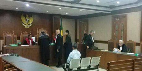 Sidang Perdana Kasus Pengacara Serang Hakim PN Pusat