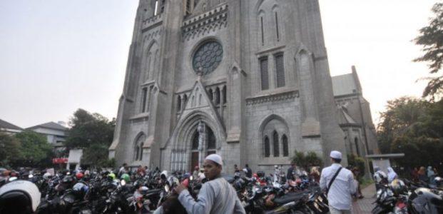 Ubah Jadwal Misa, Gereja Katedral Sediakan Lahan Parkir Umat Muslim