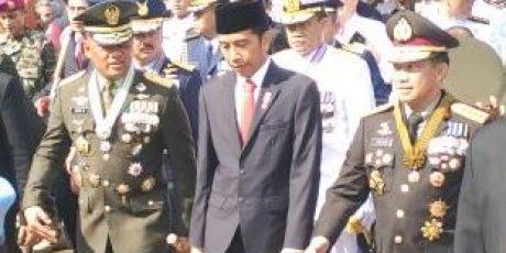 Jokowi Jalan Kaki 3 Km ke HUT TNI