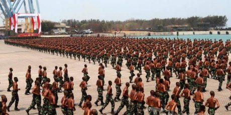 Antusias Masyarakat di HUT TNI Bikin Merinding