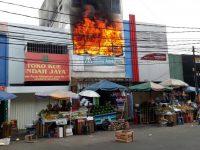 Kebakaran di Toko Abang Adek, Kebayoran Lama.